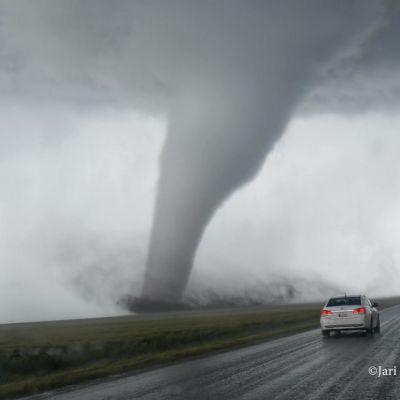 Kuvankaappaus Jari Yliojan kuvaamasta tornadovideosta.