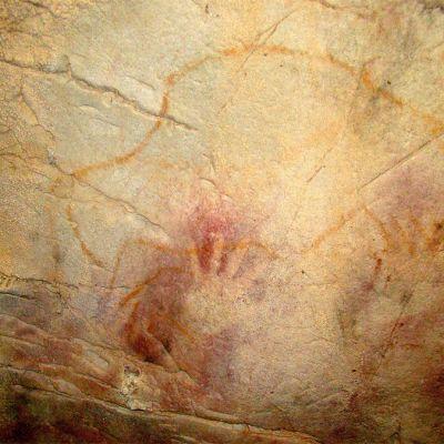Pohjois-Espanjassa El Castillon luolassa oleva luolamaalaus, jonka vanhimmat osat ovat tutkijoiden mukaan maalattu jopa 40 000 vuotta sitten.