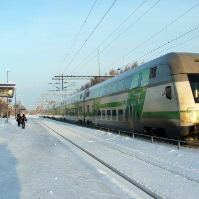 Juna Parikkalan rautatieasemalla.