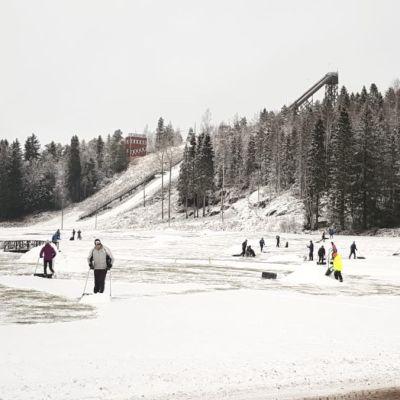 Lumitalkoot Vöyrillä tammikuussa 2020.