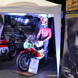 Åbo Motorklubbs 90-års utställning med Jarno Saarinens motorcyklar.