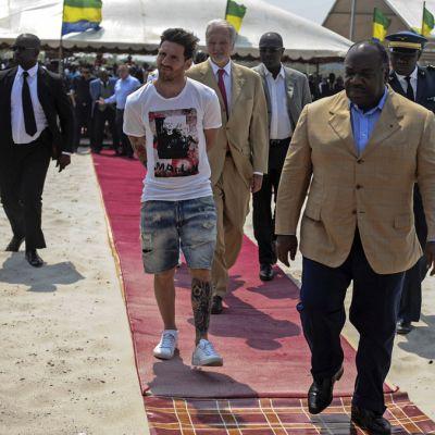 Lionel Messi ja Kongon presidentti Ali Bongo Ondimba