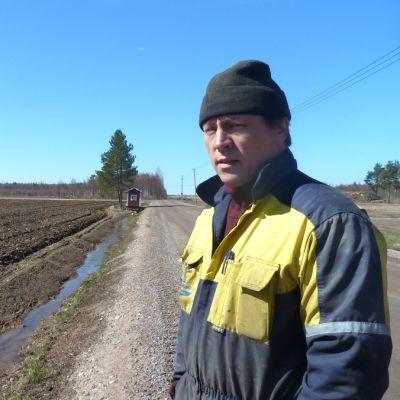 Kalle Vähäsöyrinki viljelee maata Tupoksessa