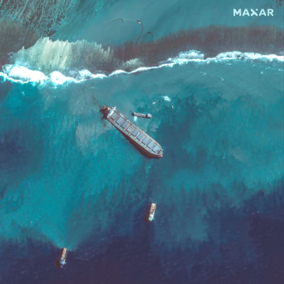 Wakashio alus jumissa Mauritiuksella.