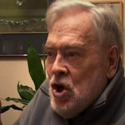 Paavo Noponen selostaa Tekijöiden kertomaa -ohjelmassa 2006.