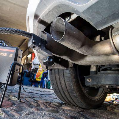 Volkswagen Golf 2,0 TDI dieselauton päästöjä mitataan Saksassa.