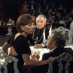 Porvariston hillitty charmi (1972), ohjaus Luis Buñuel.