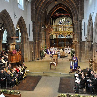 Rikhard III hautajaisseremonia Leicesterin katedraalissa torstaina.