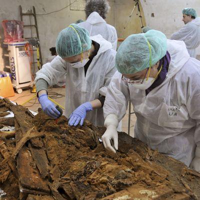 Tutkijat etsivät Miguel de Cervantesin jäänteitä luostarikirkosta löytyneiden ihmisjäänteiden joukosta.