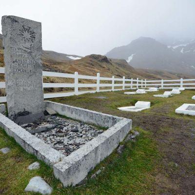 Ernest Shackletonin hauta Grytvikenissä Etelä-Georgiassa.