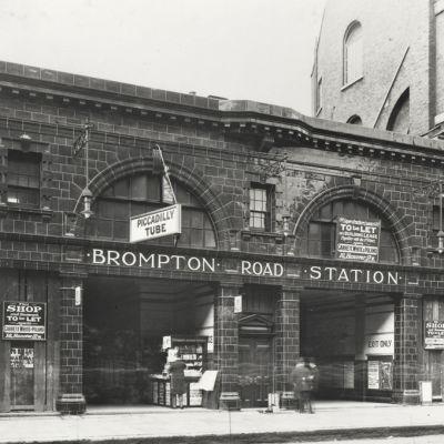 Historiallinen kuva asemasta ulkopuolelta