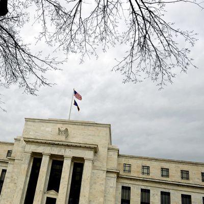 Yhdysvaltain keskuspankin rakennus Washington D.C.:ssä.