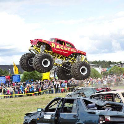 Monsteriautojen showesityksiä on nähty Powerparkissa.