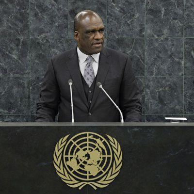 YK:n yleiskokouksen entinen puheenjohtaja sekä Antigua ja Barbudan entinen YK-lähettiläs John Ashe järjestön yleiskokouksessa.