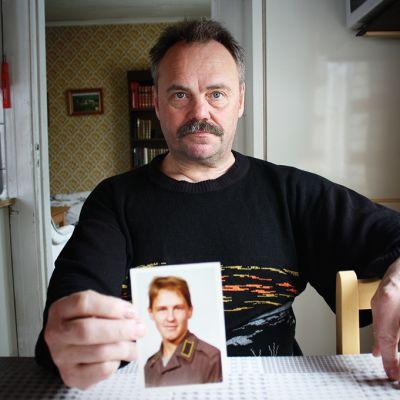 Timo Patronen ja veljensä Urpo Patronen (sotilaskuvassa) Lieksan Kontiovaarassa.