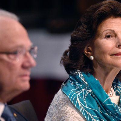 Silvia lähikuvassa, vieressä Kaarle XVI Kustaa.