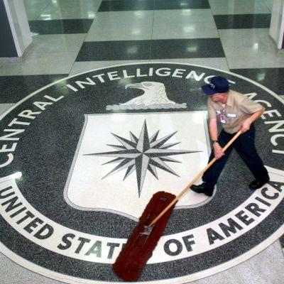 CIA:n päämajassa Virginiassa on lattiassa CIA:n tunnus.