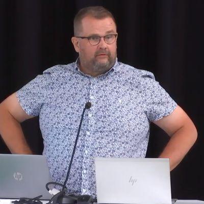 Anttivesa Knuuttila (kok.) Porin valtuuston kokouksessa 15.6.