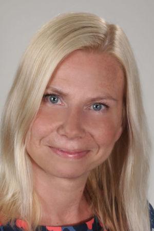 En kvinna med ljus hår, porträtt.
