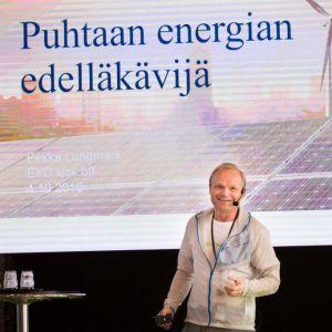Pekka Lundmark föreläser.
