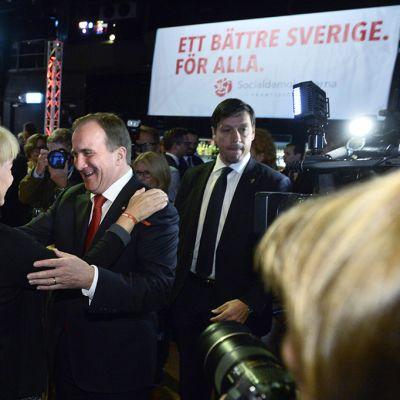 Stefan Löfven sosiaalidemokraattisen puolueen vaalivalvojaisissa Tukholmassa sunnuntaina.