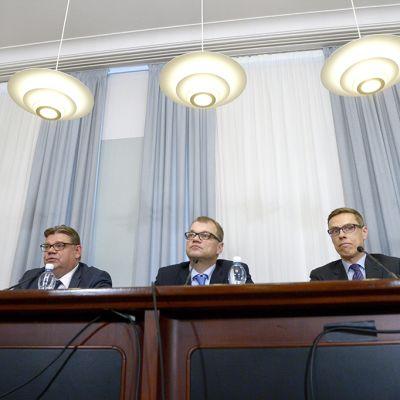 Timo Soini, Juha Sipilä ja Alexander Stubb.