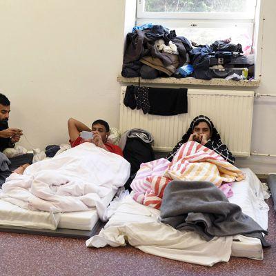 Turvapaikanhakijoita Hennalaan  perustetussa turvapaikanhakijoiden vastaanottokeskuksessa Lahdessa.