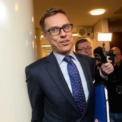 Kokoomuksen puheenjohtaja, valtiovarainministeri Alexander Stubb saapui kokoomuksen eduskuntaryhmän kokoukseen eduskunnassa Helsingissä perjantaiaamuna