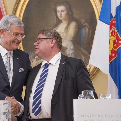 Volkan Bozkir ja Timo Soini.
