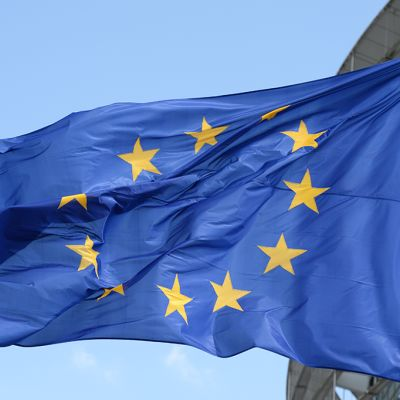EU-lippu salossa.
