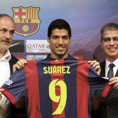 Luis Suárez Barcelonan esittelutilaisuudessa.