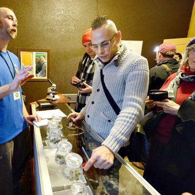 Laillista marihuanan myyntiä.