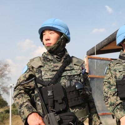 Etelä-Korealaisia Hanbit-yksikön sotilaita vartiossa Borissa, Etelä-Sudanissa 26. joulukuuta 2013.