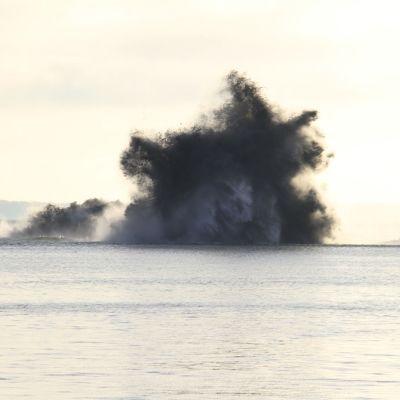 Räjähdyspilvi meren yllä.