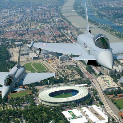 kaksi eurofighteriä ilmassa
