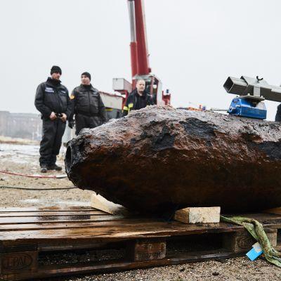 Hampurin satamassa tammikuussa 2017 löydetty toisen maailmansodan aikainen lentopommi.