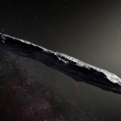 Pitkä ja kapea asteroidi avaruudessa.