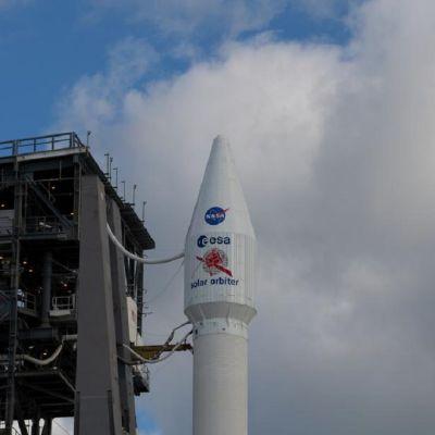 Kuvassa aurinkoluotain ennen laukaisua. Luotaimessa lukee ESA Solar orbiter.