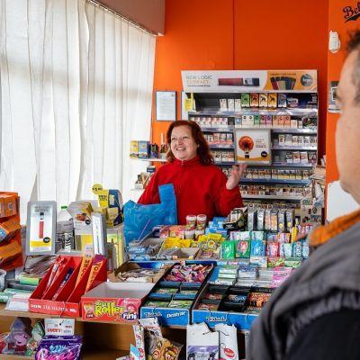 Kreikkalainen Maria kioskissa Souflin pikkukaupungissa Kreikassa lähellä Turkin rajaa.