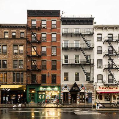 Kuvassa kerrostalo New Yorkissa.