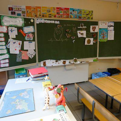 Luokkahuoneet jäivät tyhjiksi maanataina