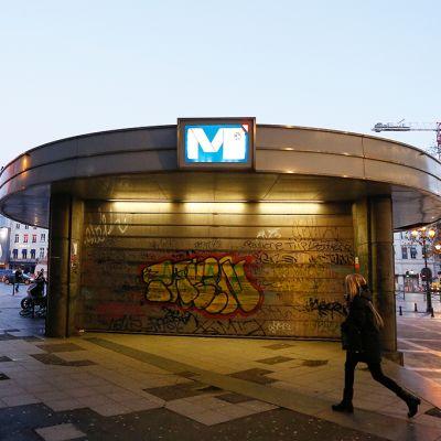 Metroaseman Porte de Namurin sisäänkäynti on suljettu.