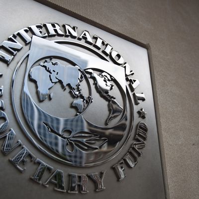 IMF:n logo pääkonttorin edustalla Washington DC:ssä.