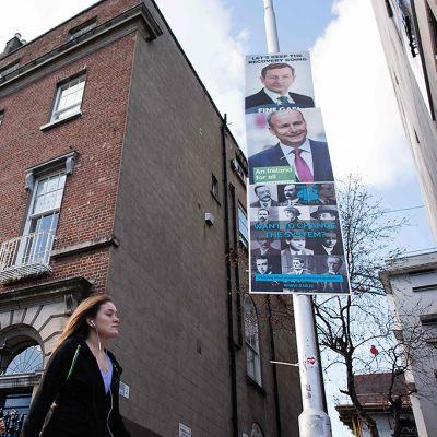 Vaalijulisteita Dublinin keskustassa 23. helmikuuta 2016.