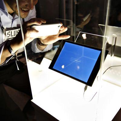 Mobiililaitevalmistaja Jolla esitteli uuden Jolla-tablettinsa Slush 2014 -tapahtumassa Helsingin Messukeskuksessa keskiviikkona 19. marraskuuta.