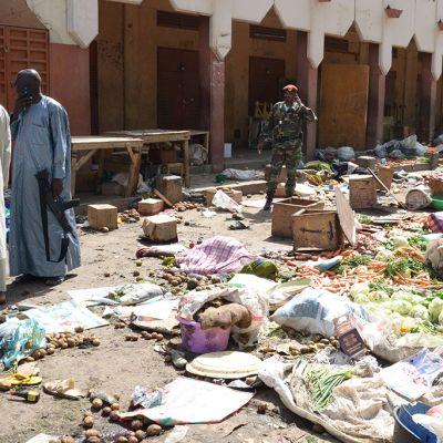 Pommi-iskun jälkiä Tšadin pääkaupungissa.