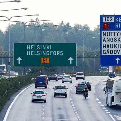 Aamuliikennettä Helsingissä 18. syyskuuta 2015.