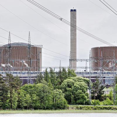 Loviisan ydinvoimalan ykkös- ja kakkosreaktorit.