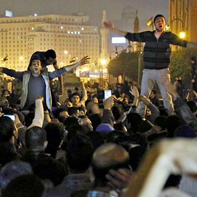 Egyptiläisiä mielenosoittajia.