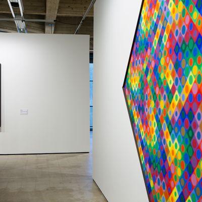 Victor Vasarelyn maalauksia on esillä Espoon modernin taiteen museossa.